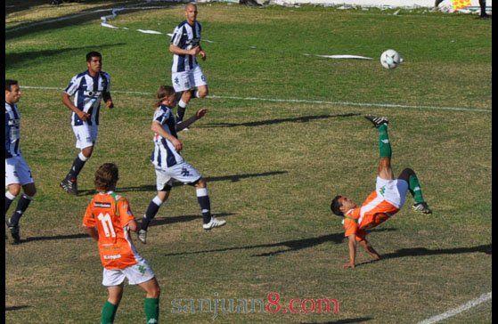Desamparados: Naveda definió los once para el debut