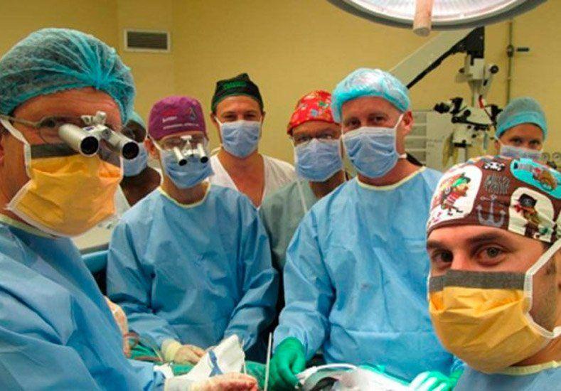 Recibió un trasplante de pene y ahora espera su primer hijo