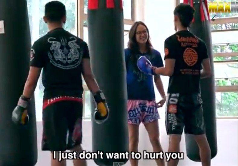 Campeona de muay thai se hace pasar por novata y da clase a instructores