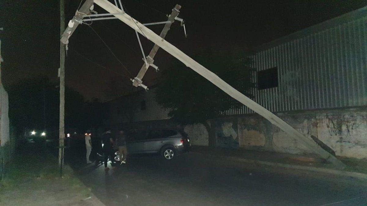 Imagen ilustrativa de la caída de un poste en Rivadavia.