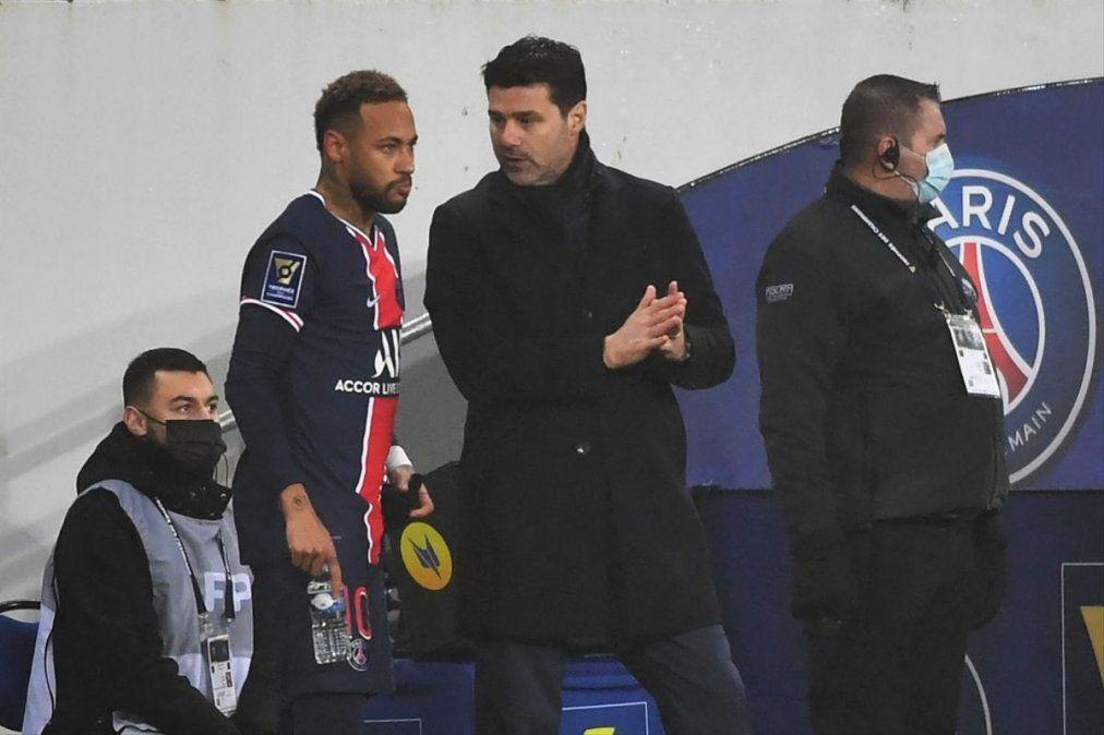 Mauricio Pochettino junto a Neymar.