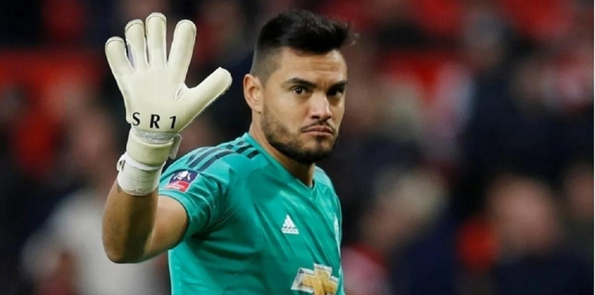 Escucha ofertas: Chiquito Romero quedó libre del Manchester