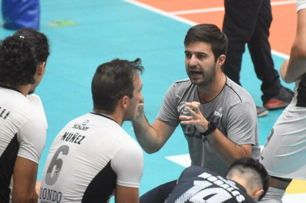 Obras derrotó a Once Unidos y pasó al frente en la serie de cuartos de final de la Liga. Foto: Adrián Carrizo.