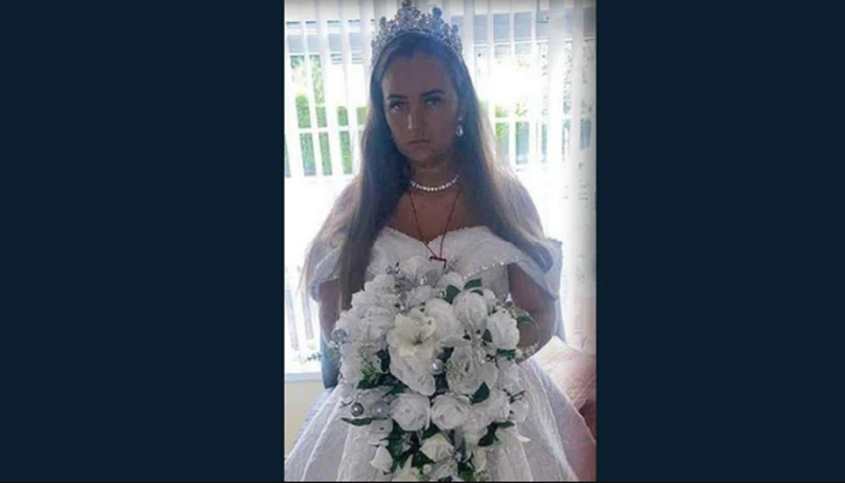 El vestido de novia de la viuda.