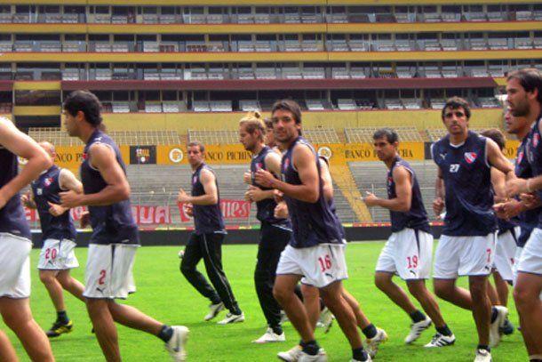 El Rojo de Avellaneda va por la revancha en Ecuador frente a la Liga
