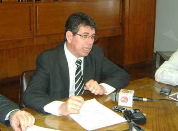 El presidente del INV reconoció en Mendoza que Gioja le pidió que redujeran el cupo de mosto