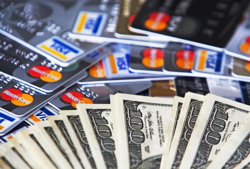 Cómo pagar la tarjeta en dólares y evitar el impuesto del 30%