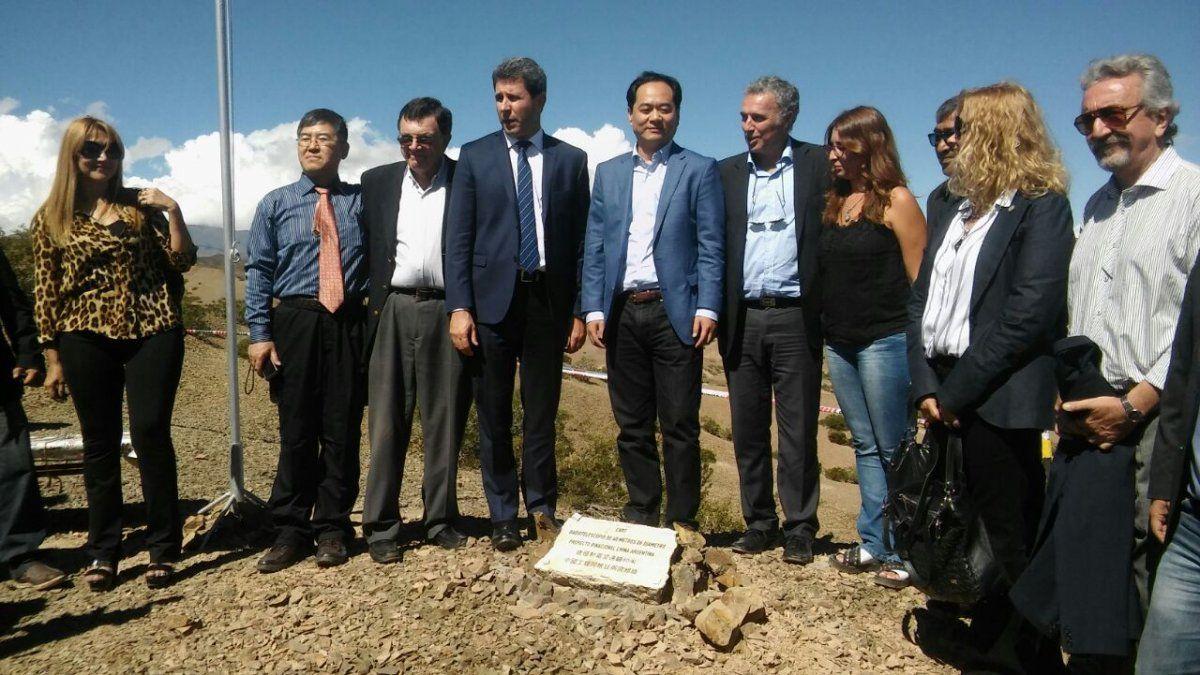 Uñac y el embajador chino colocaron la piedra basal del radiotelescopio y se comprometieron a trabajar en diferentes proyectos