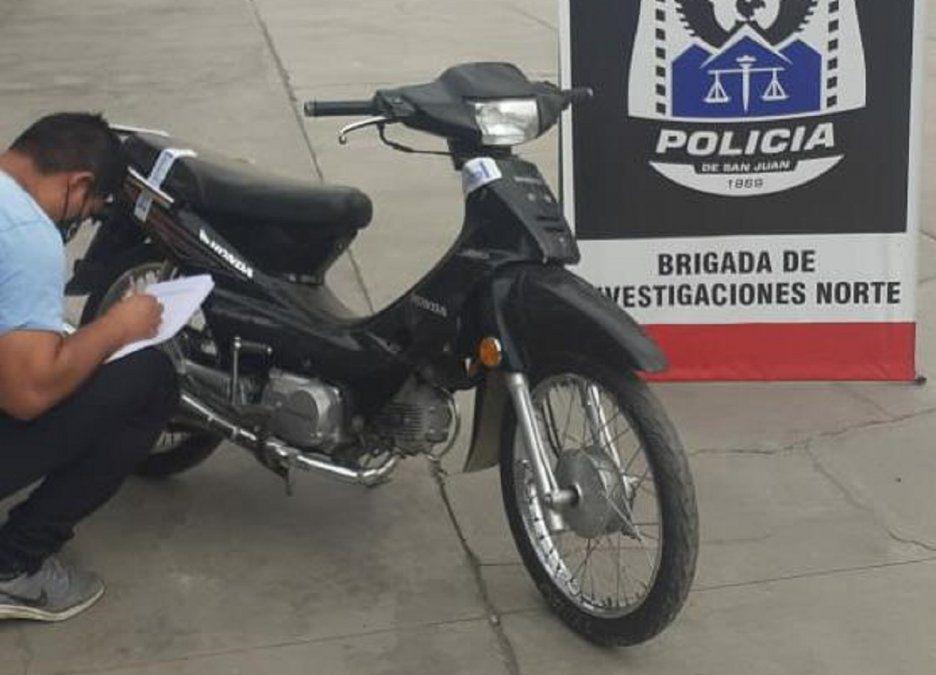 Le robaron la moto de la puerta de su casa y 10 meses después la encontró
