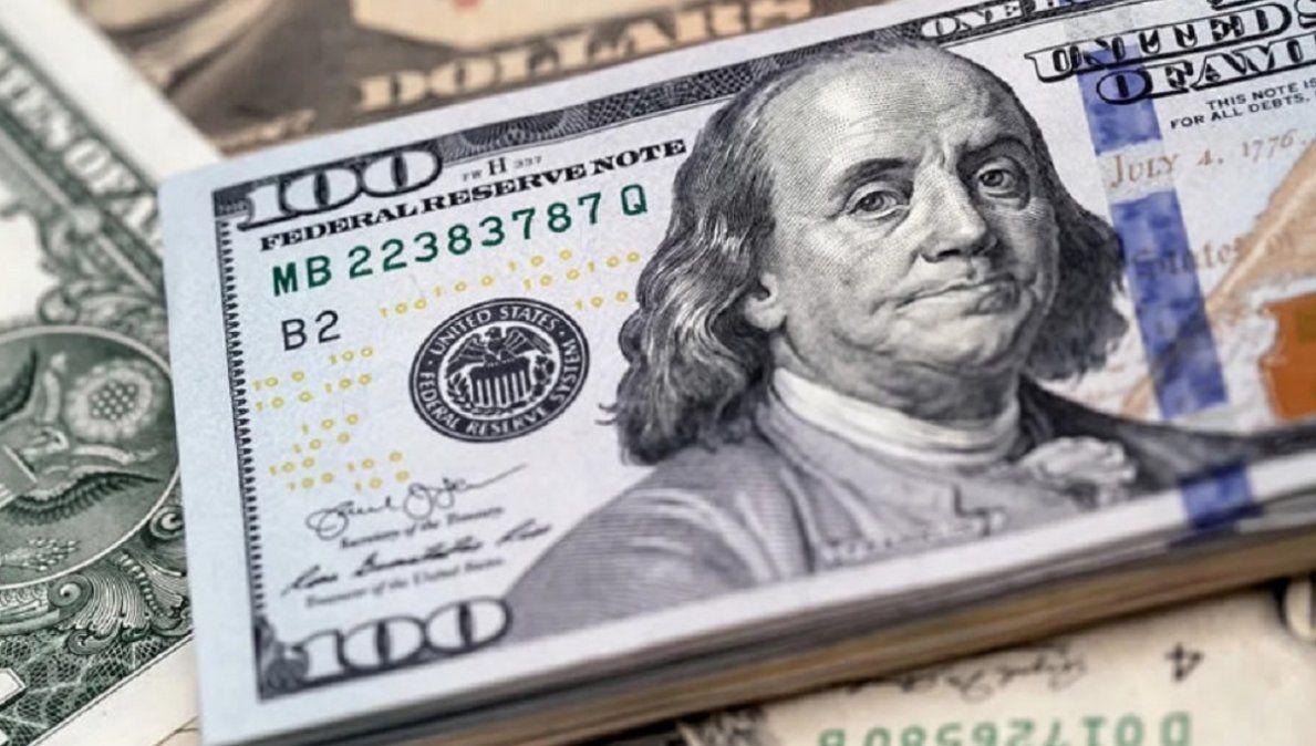 El dólar oficial avanzó 20 centavos y cerró a $96
