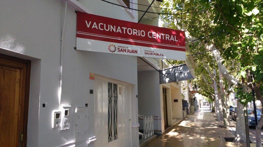 Agresión en el Vacunatorio Central: un hombre insultó al recepcionista porque no estaba entre los grupos de riesgos admitidos