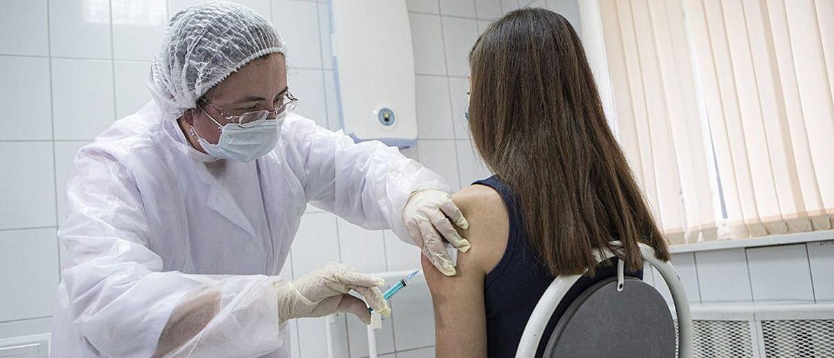Los adolescentes que no puedan ir a vacunarse podrán recibir la dosis en su casa