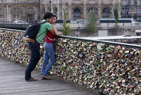 En París le dicen adiós a los candados del amor, el sitio elegido para jurarse amor eterno