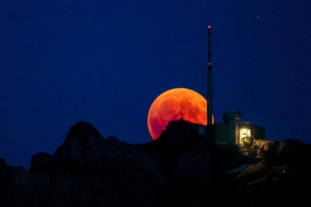 La luna hace que la Tierra gire más lento cada año por estas razones