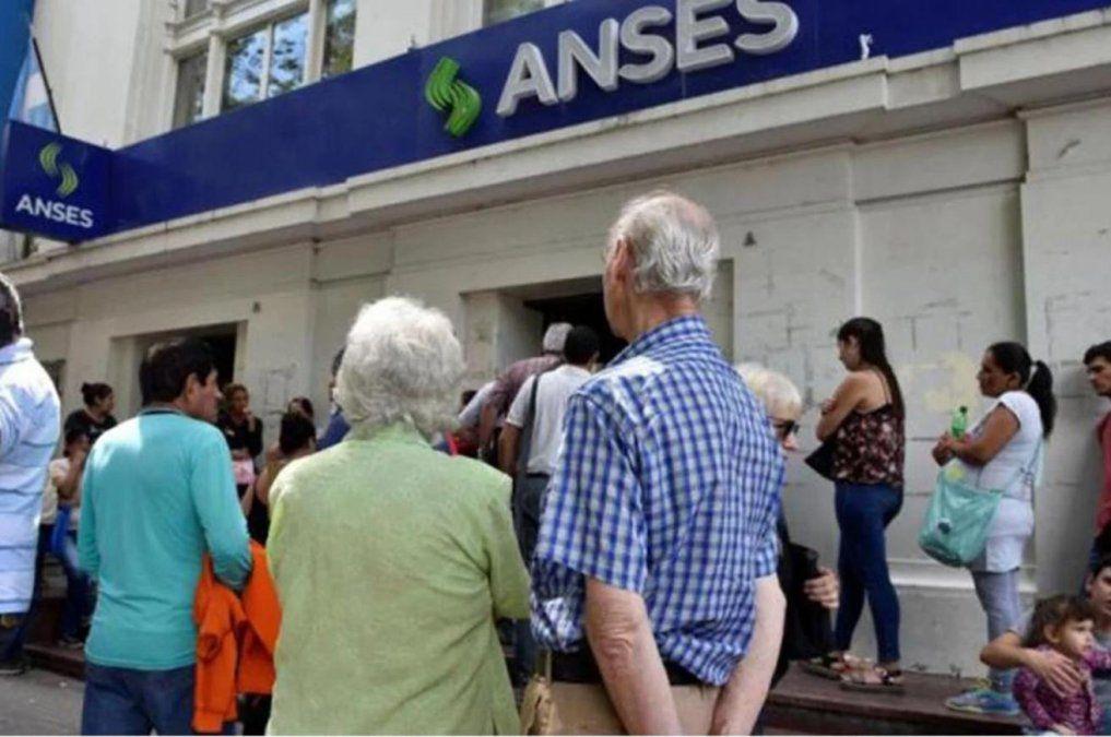 ANSES informó quienes cobrarán este viernes.