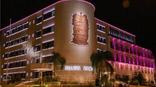 De rosa, edificios de Capital se iluminan contra el Cáncer de Mama