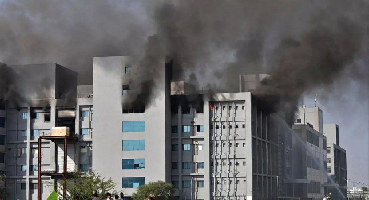 Se incendió una gran planta de producción de vacunas contra el COVID
