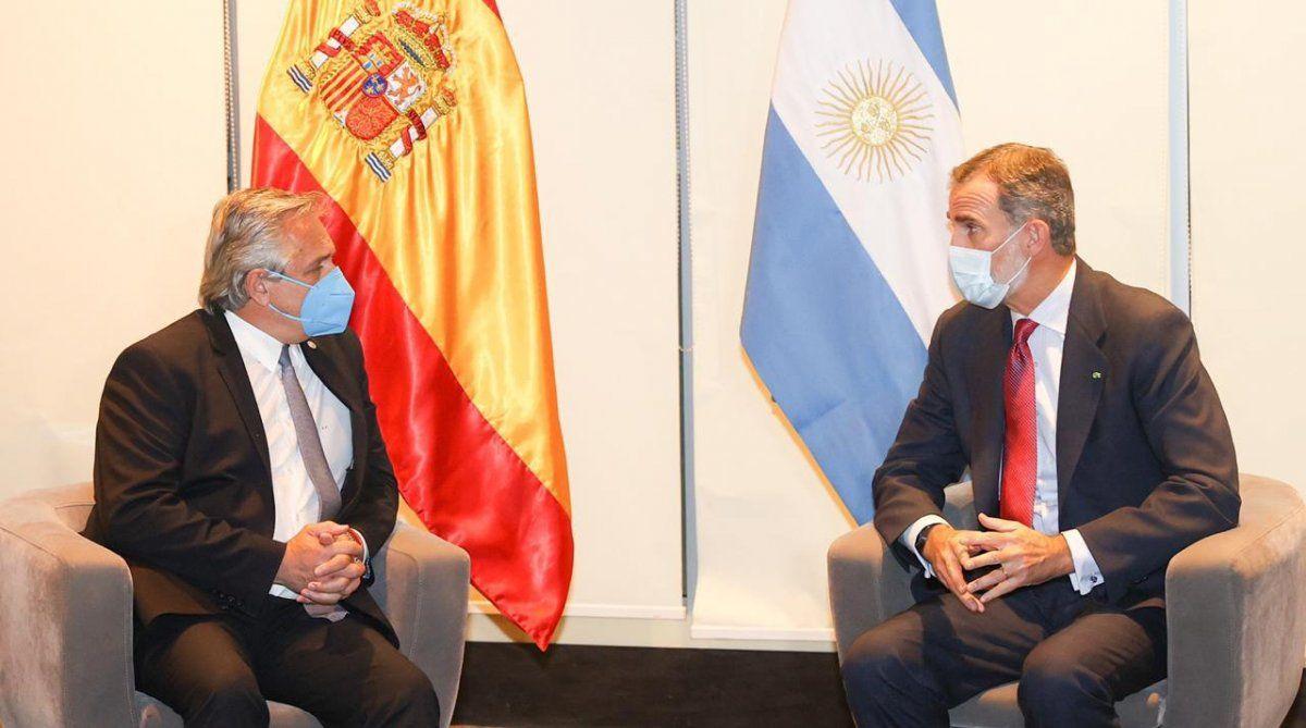 Fernández se reunió con el Rey de España en Bolivia, para presenciar la asunción de Arce