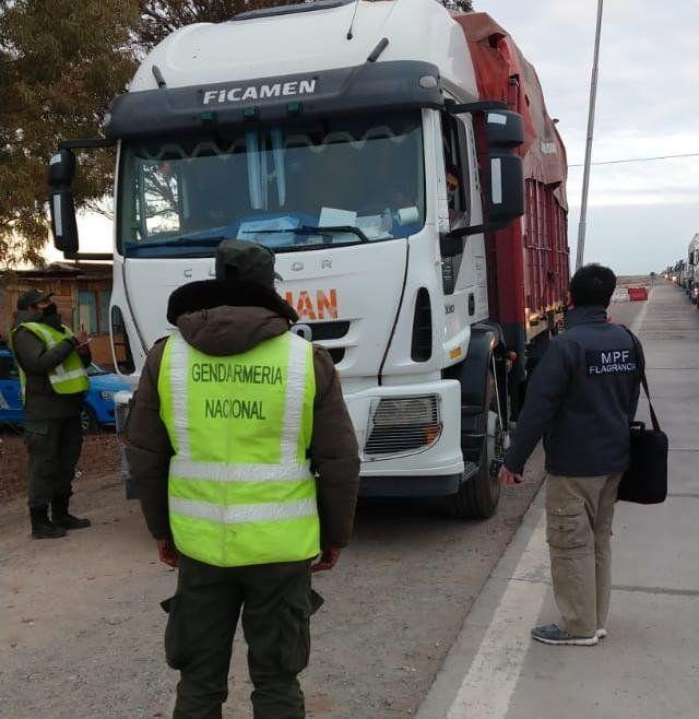Un camionero sanjuanino quiso ingresar a una joven de 18 años escondida en la cabina