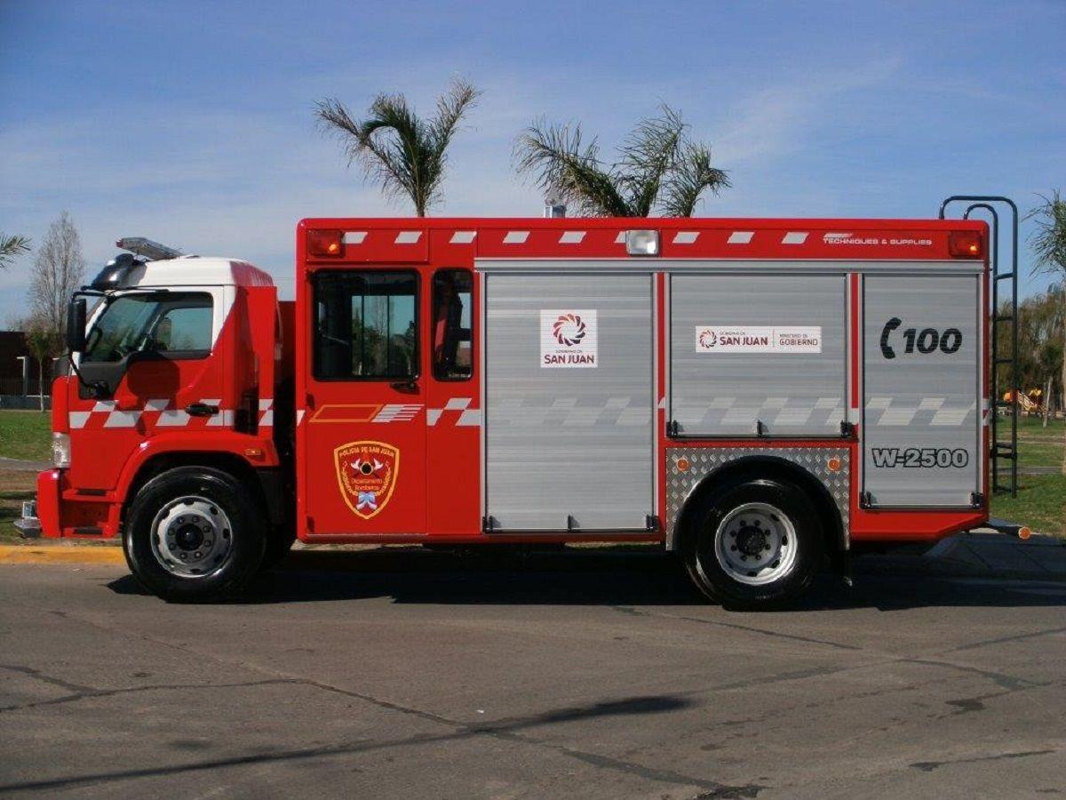Susto por un incendio que amenazó a una empresa de gas y a otra de colectivos