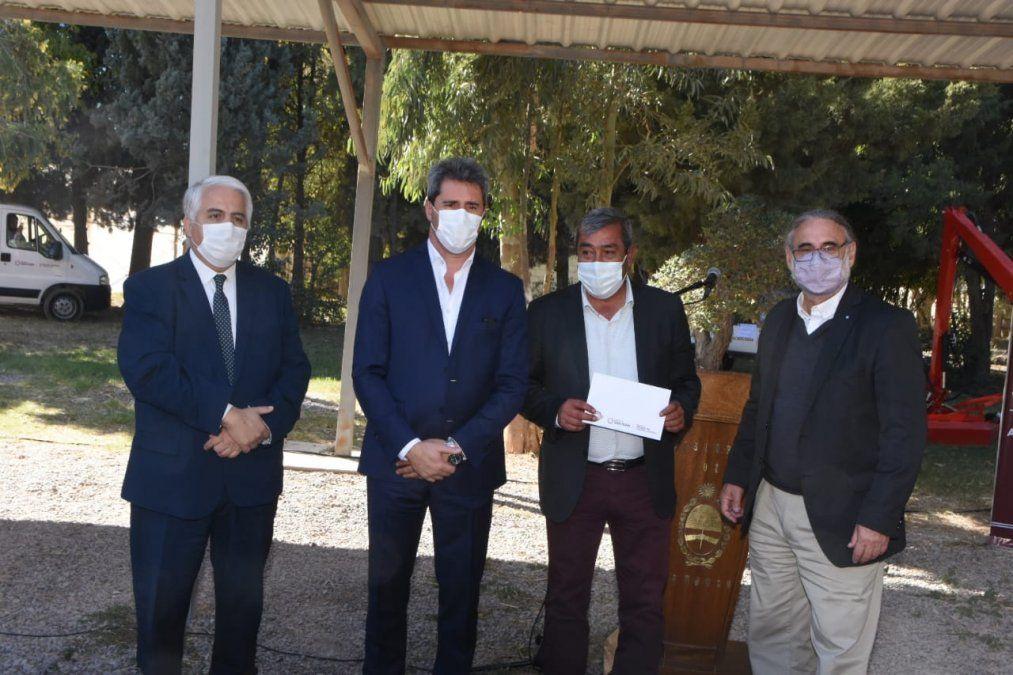 Uñac y Basterra firmaron convenios por más de $150 millones