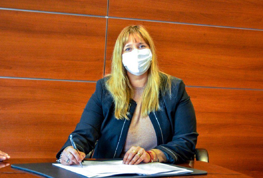 La ministra de Salud, Alejandra Venerando, se contagió de COVID-19