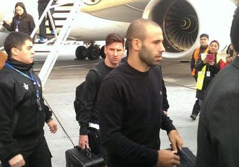 Plantel completo: Messi y Masche llegaron a Chile y entrenarán con la Selección