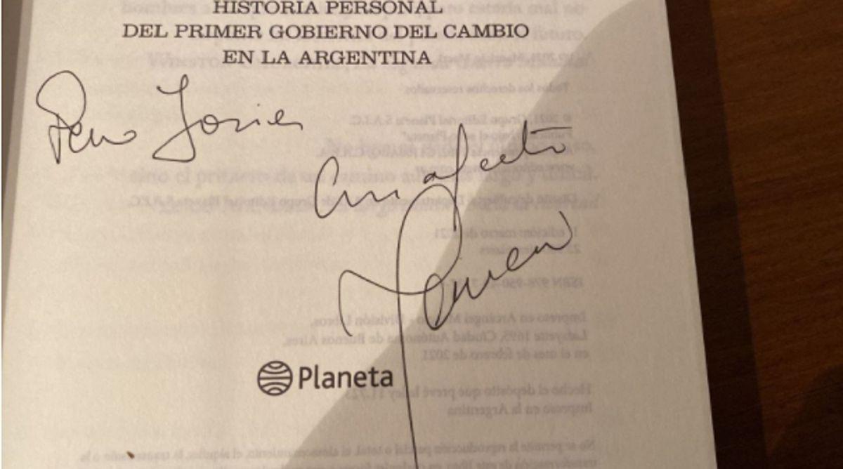 No, las anotaciones virales con errores ortográficos no son de Mauricio Macri