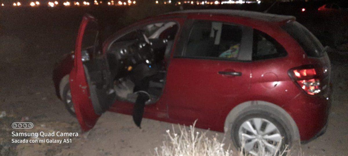 Se olvidó de cerrar la puerta del fondo y le robaron el auto y un televisor: una adolescente detenida