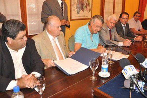 El gobierno firmó el convenio de exploración para dos minas de cobre en Calingasta