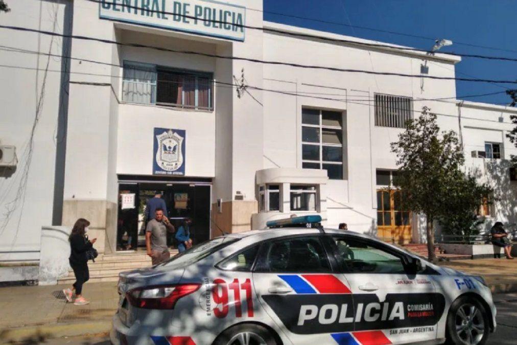 Se entregó una de las policías involucradas en la causa de desvío de fondos