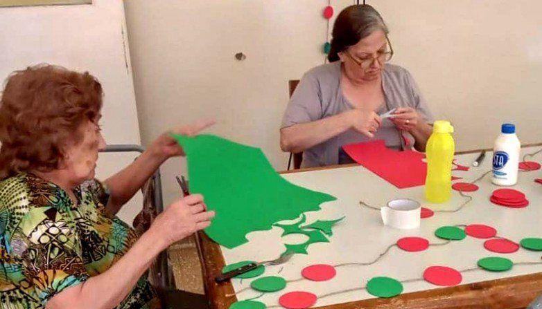 Un concurso navideño para adultos mayores, con premios