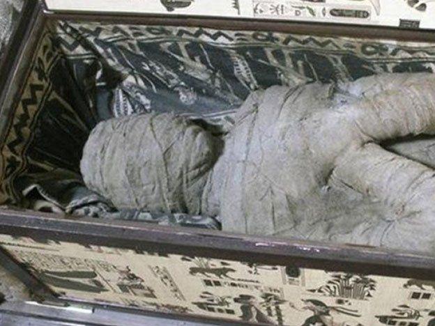 ¡De película! Un niño encontró una momia en la casa de su abuela