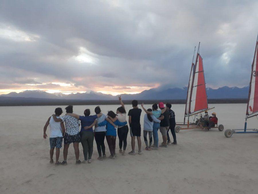 Las residencias salen de viaje: 55 chicos y chicas, en Calingasta