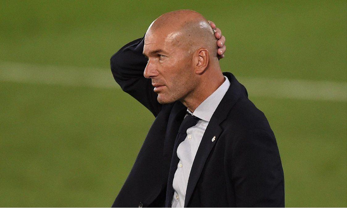Zidane dio positivo de coronavirus y deberá alejarse del Real Madrid por unas semanas.