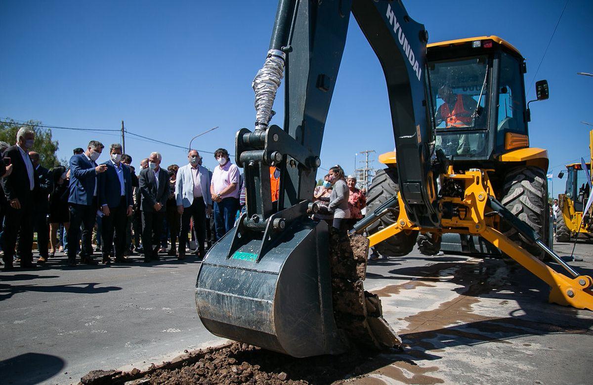 Una obra cloacal que beneficiará a más de 40 mil vecinos de Rawson