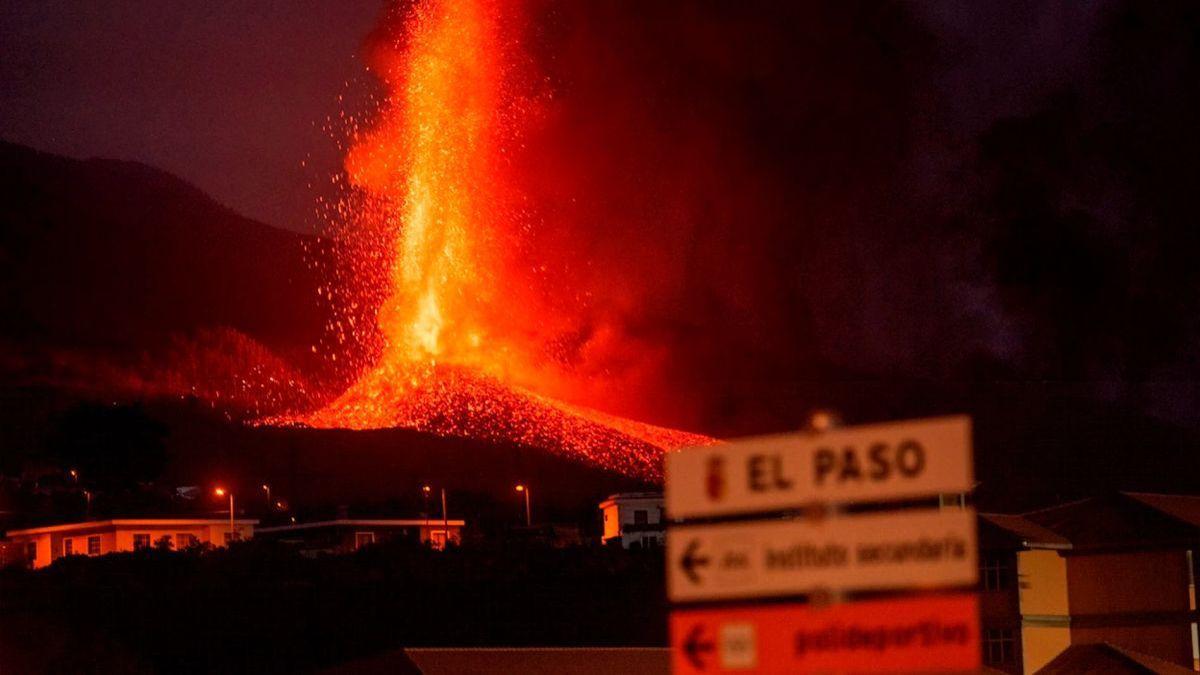 El volcán de La Palma entró en su etapa más explosiva