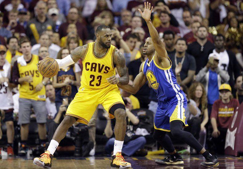 LeBron lideró a Cleveland para ganar y ponerse arriba en la final de la NBA