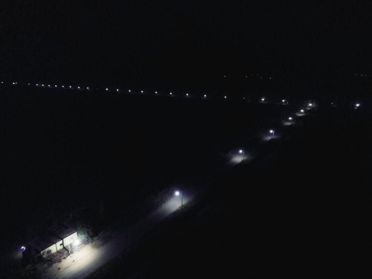 Iluminaron el camino a Punta del Monte en Angaco.