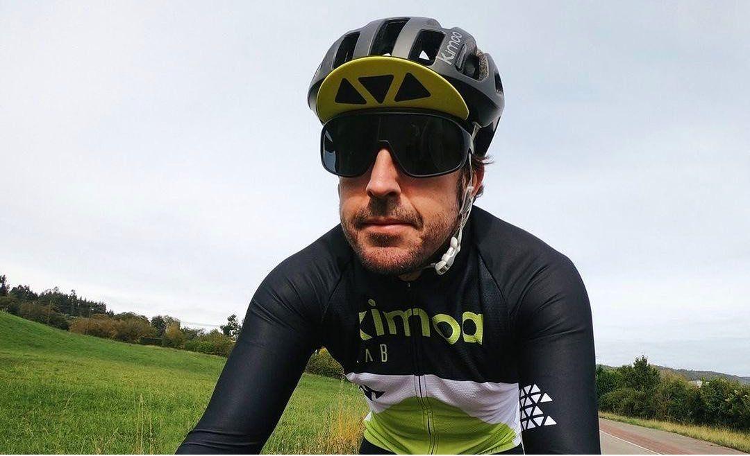 Fernando Alonso fue atropellado mientras entrenaba en bici.