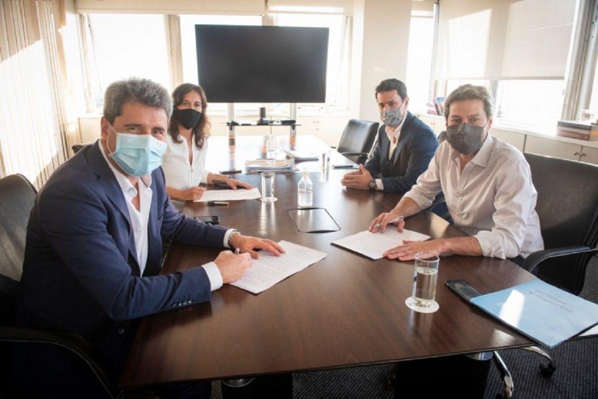 El gobernador Sergio Uñac y parte de su gabinete junto a Matías Lammens.