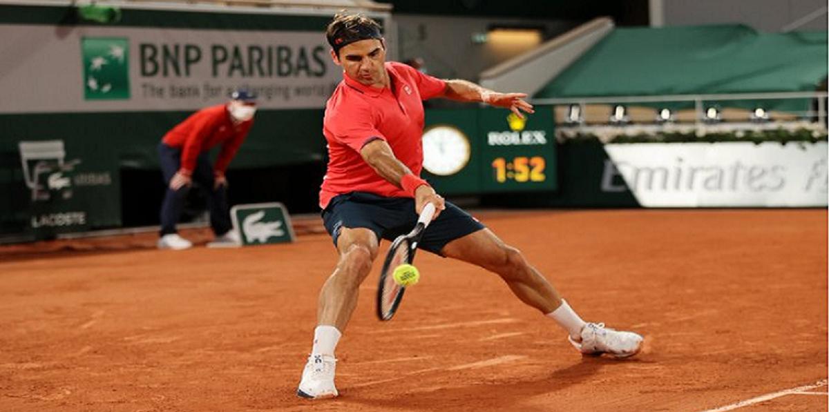 Federer ganó un partido durísimo y sigue en Roland Garros