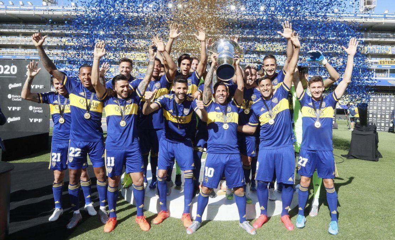 Boca levantó el trofeo de campeón de la Superliga.