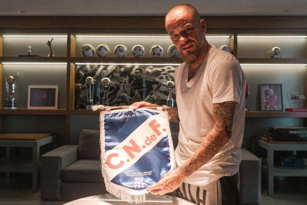 Andrés D´Alessandro con el escudo de su nuevo club