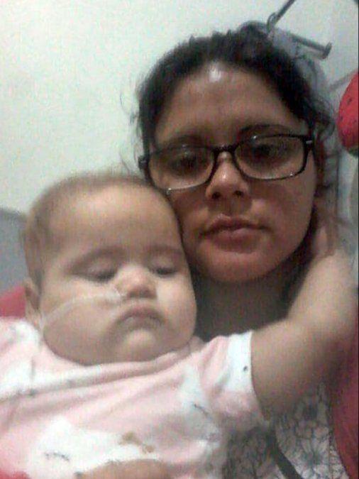 Dramático: viajó 14 horas en ambulancia junto al ataúd de su beba
