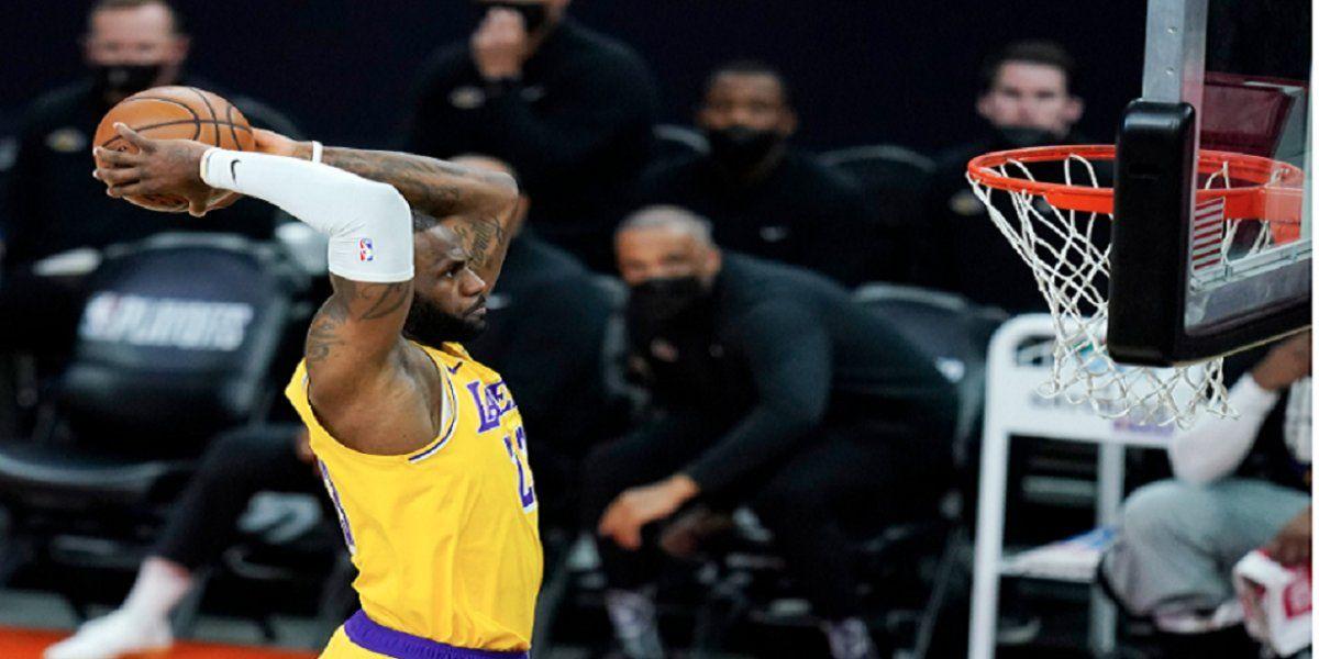 Lebron James fue clave en los minutos finales para el triunfo de Lakers.