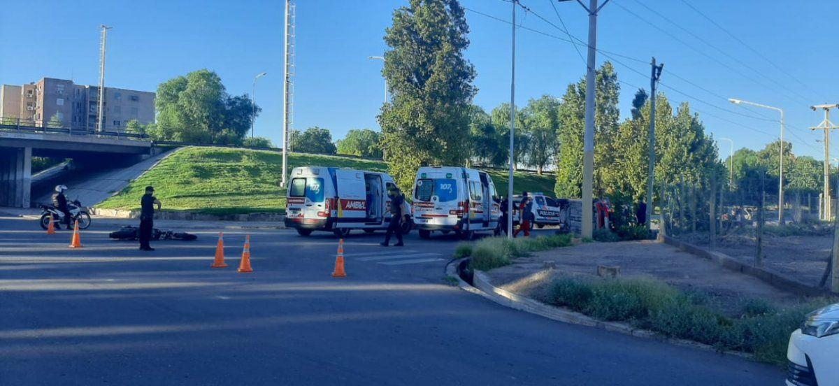 Un motociclista quedó en grave estado luego de chocar con un auto