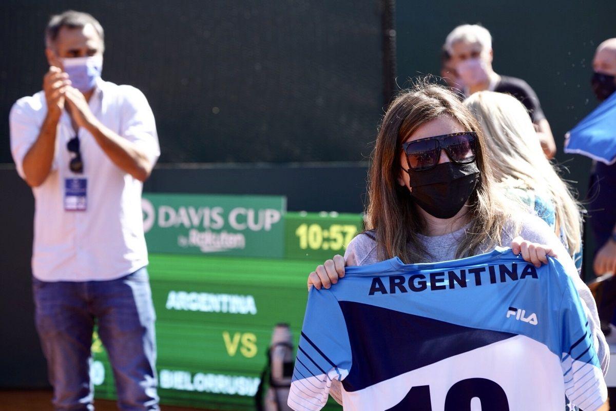 El equipo argentino de la Davis homenajeó a Diego Maradona