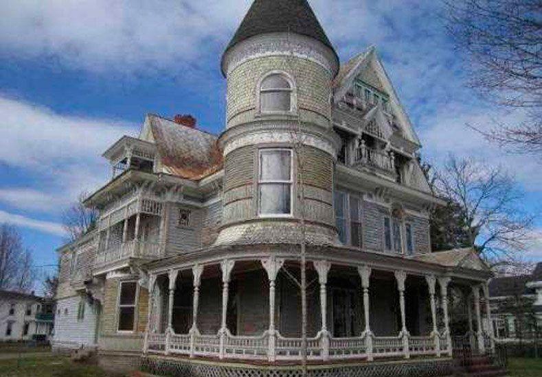 La famosa casa embrujada descubierta por Google Street View se vende