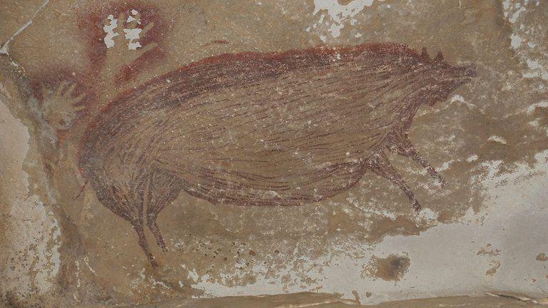 Descubren en una cueva de Indonesia la obra de arte rupestre más antigua del mundo